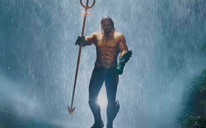 Cinco minutos HEROICOS de Aquaman!!!